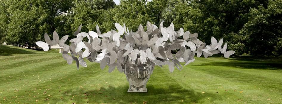 Manolo Valdés sculpture.