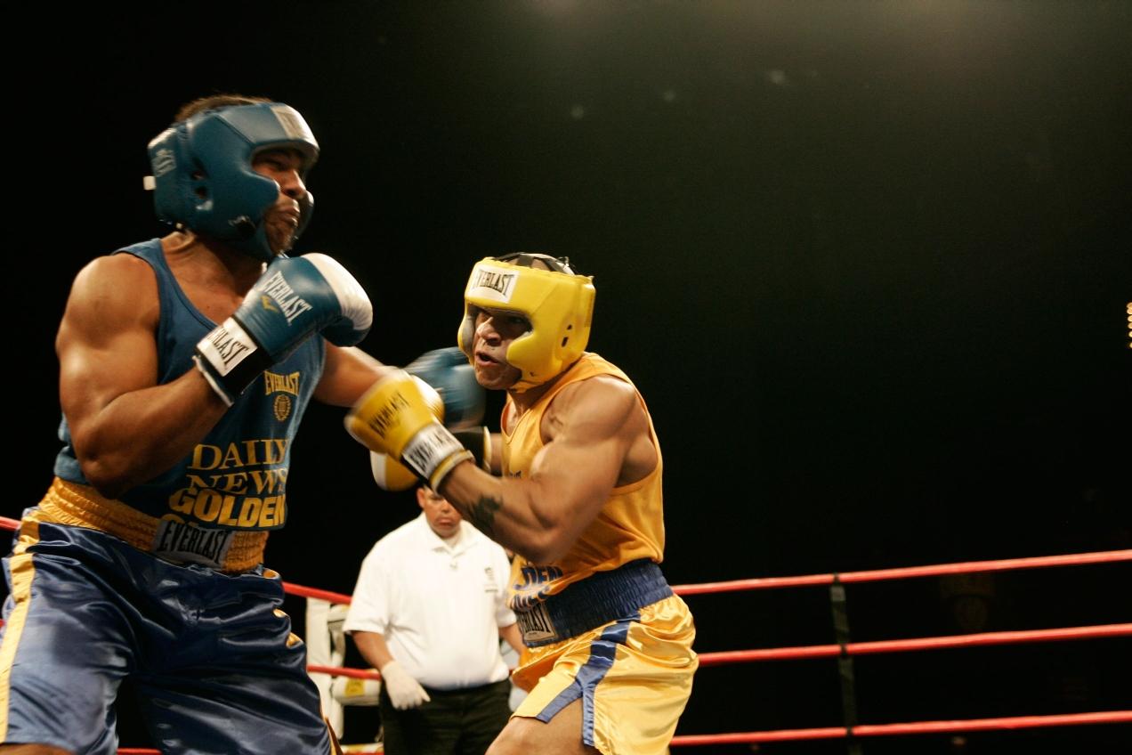 Davone Jones (left) vs Roberto Morban